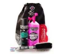 MUC-OFF KIT MOTORCYCLE ESSENTIALS PROTECTANT + CLEANER + CEPILLO